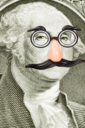 Spaßbrille und Schnurrbart auf der George Washington Gesicht Nahaufnahme von einem Dollarschein Standard-Bild - 29351231