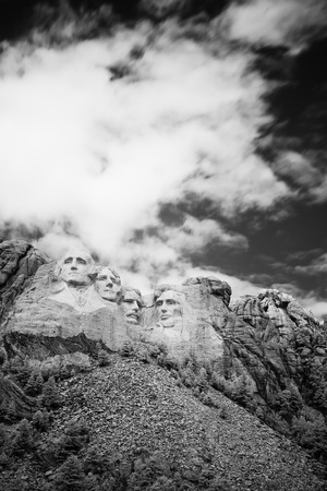 mount jefferson: Black and white Mount Rushmore National Memorial Stock Photo