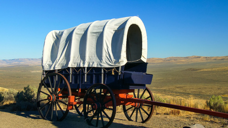 A covered wagon along the Oregon Trail with the Oregon prairie in background Reklamní fotografie