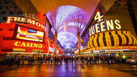 Berühmte Fremont Street auf dem Las Vegas Strip in der Nacht Standard-Bild - 54076523