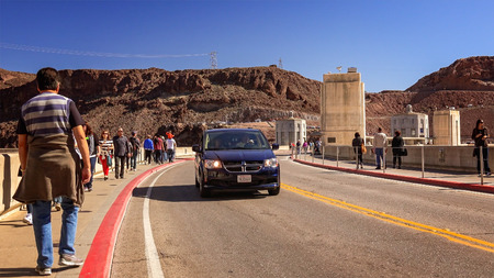 hoover dam: Tourists and traffic cross the Hoover Dam on a beautiful sunny day