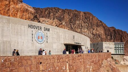hoover dam: Tourists visit the exhibition hall and Spillway House at Hoover Dam