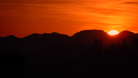 sonoran desert: Sunset behind Sonoran Desert mountains in Saguaro National Park