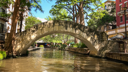 A bridge at the San Antonio River Walk in San Antonio, Texas 免版税图像