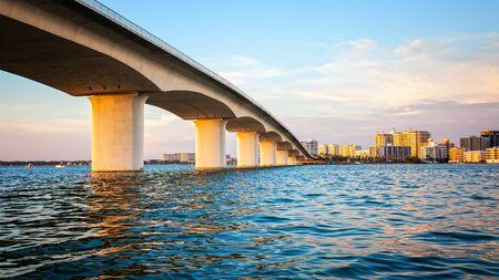 City of Sarasota, Florida across elevated bridge and bay Foto de archivo