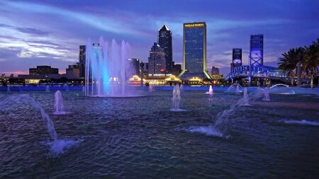 JACKSONVILLE, FLORIDA - JUNE 17th: Water Fountain and downtown Jacksonville skyline at sunset in Jacksonville, Florida on June 17th, 2016. Editoriali