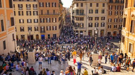 Tourists sit on the Spanish Steps at Piazza di Spagna in Rome, Italy Editoriali