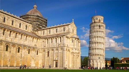 Leaning Tower of Pisa and Cathedral against blue sky in Pisa, Italy Archivio Fotografico