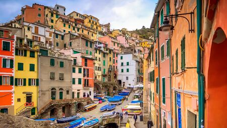 MANAROLA, ITALY - NOVEMBER 14th: The seaside village of Manarola sits on the famous cliffs of Cinque Terre in La Spezia, Italy on November 14th, 2017 Editoriali