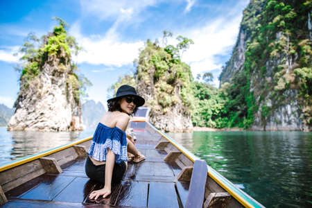 A beautiful asian woman travelling by long tail boat to the island Stockfoto