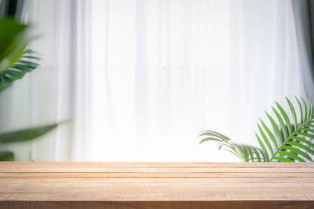 Achtergrond van wit vensterglas wazig. Gebruiken voor mock-up sjabloon voor ambachtelijke weergave van uw ontwerp. Stockfoto
