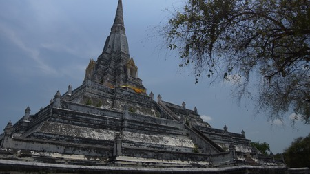 Buddhist temple founded in 1569, with a 50-m. chedi (stupa) restored in the 18th century - Wat Phu Khao Thong