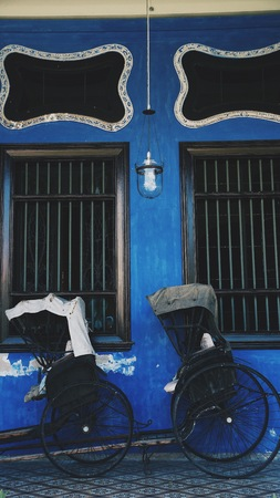 The blue wall bicycle in Penang Imagens