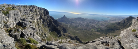 robben island: View from the top of Table Mountain Cape Town. Lions head and Robben Island in the distance.   Stock Photo