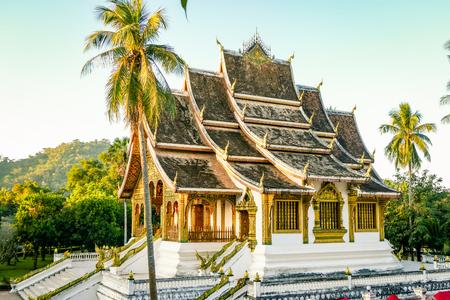 ルアンパバーンラオス東南アジアからの古典的な寺院のランドマーク。市内中心部で最も素晴らしい仏教寺院