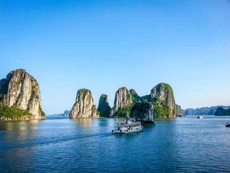 Halong Bay Cruise Scene Vietnam South East Asia. Very much one of the main tourist attractions and points of interest in the area. Reklamní fotografie - 94253022