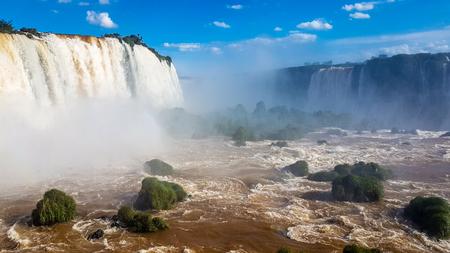 ブラジル南アメリカの素晴らしい滝。非常に主要な観光スポットの一つと地域の関心のポイント。 写真素材 - 95558172