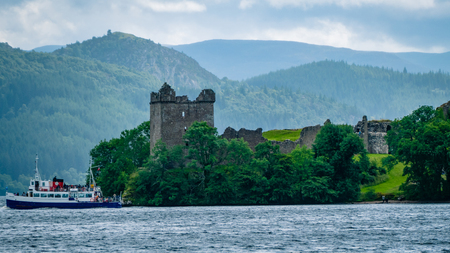 Lochness Urquhart Castle Fort Ruins Scotland UK. Very much one of the main tourist attractions and points of interest in the area. Reklamní fotografie - 95577846