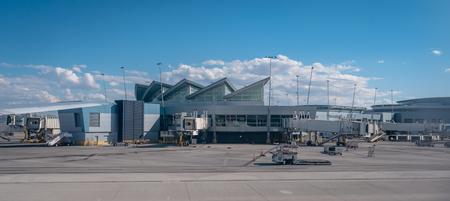 LAS VEGAS McCarran Airport terminal and gate Редакционное