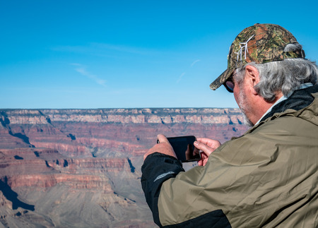 Tourists posing for selfie photo at the Grand Canyon Arizona South Side Редакционное