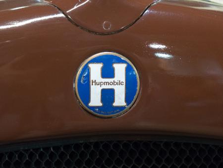 Close up view of the Hupmobile car brand logo Редакционное