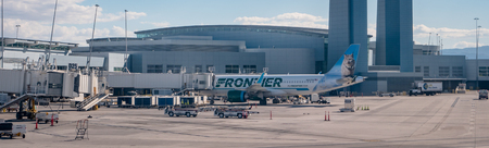 Frontier Air jet plane parked at Las Vegas McCarran Airport 報道画像