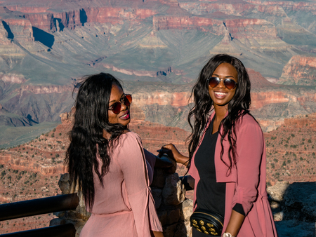 Young beautiful African American girls posing for photos at the grand canyon south side Фото со стока - 122952407