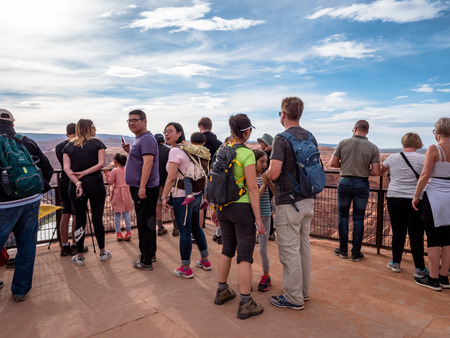 Holiday makers visiting and taking photos of the famous horseshoe bend near Page Arizona Grand Canyon Фото со стока - 122971835