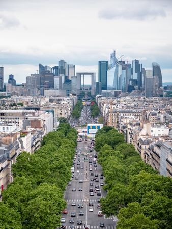 Portrait View of the La Défense business district from the top of the Arc de TriomphePlace Charles de Gaulle 報道画像