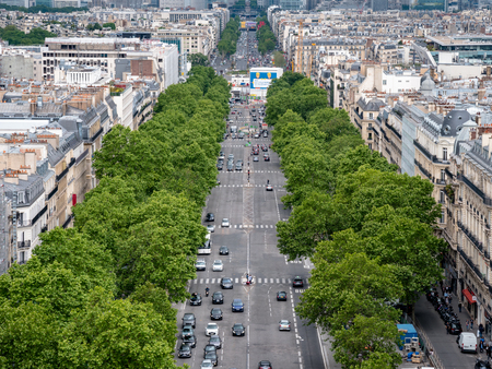 View of the Avenue des Champs-Élysées from the top of the Arc de Triomphe 報道画像