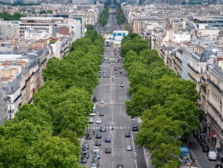View of the Avenue des Champs-Élysées from the top of the Arc de Triomphe Редакционное