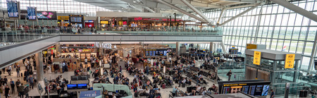 Panoramic London Heathrow Airport terminal 5 departure hall restaurants, shops and cafes. Passengers waiting to board flights 報道画像