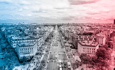 View of the Avenue des Champs-Élysées from the top of the Arc de Triomphe Publikacyjne