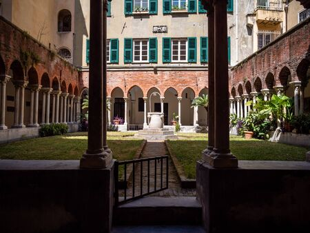 Church of San Matteo Inner Courtyard shot Midday in Summer and one of Genoa's tourist attractions, No People, Copy Space Standard-Bild - 139775918