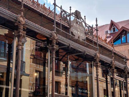 Building Exterior View of San Miguel Market building or Mercado de San Miguel in spainsh. Madrids premium market Publikacyjne