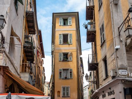 Beach Front properties in the Old town area of Nice. Vieux Nice is the city's vibrant old town, with narrow cobblestone streets Publikacyjne