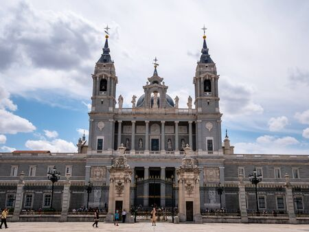 Catedral de la Almudena next to the Madrid Royal Palace. Baroque Catholic cathedral known for its colorful chapels, plus a Romanesque crypt & museum. Top tourist attraction for visitors and must see for all tourists interested in churches and cathedrals Редакционное