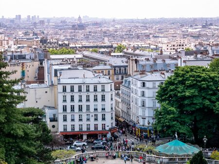 Elevated View of the Paris Skyline cityscape from the Montmartre Hill Vantage point. Редакционное