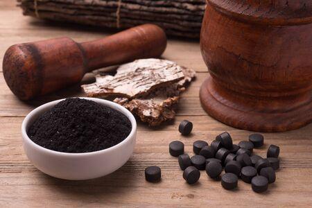 black dye: Carbone vegetale attivo