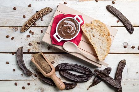 crema: Composizione di crema al cioccolato di carruba
