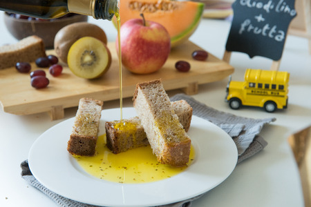 healthy snacks made with black gread, organic oil an oregano