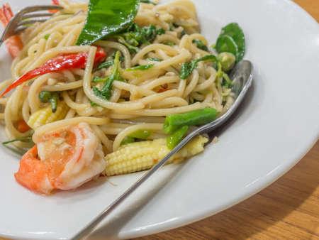 spaghetti sauce: Spaghetti sauce drunken shrimp. Hot and spice in thai food