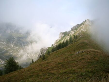 confines: Traveling to the Col de Tende, pass on the border between Italy and France