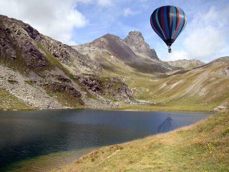 ballons: Hot-air Balloon over an Alpine Lake, Piedmont, Italy