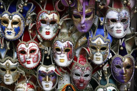 Hermoso carnaval máscaras - Venecia, Italia está representada en negro.  Foto de archivo - 1843223
