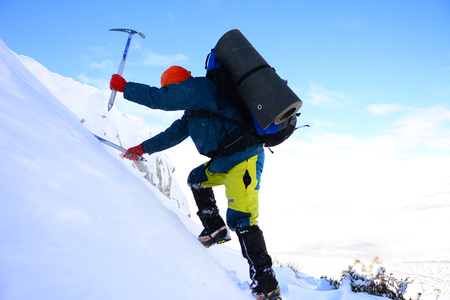 climbing with ice ax Standard-Bild