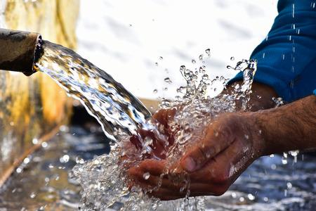 agua de manantial natural