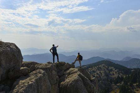 neue Entdeckungsrouten auf dem Gipfel der Berge Standard-Bild