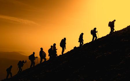 góry będą traktować ludzi, uczynić ich zdrowymi i energicznymi