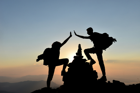climber reaching the peaks and the happiness of success 版權商用圖片